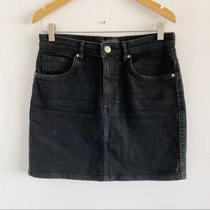 2/25 🍉 zara stretchy black denim mini skirt